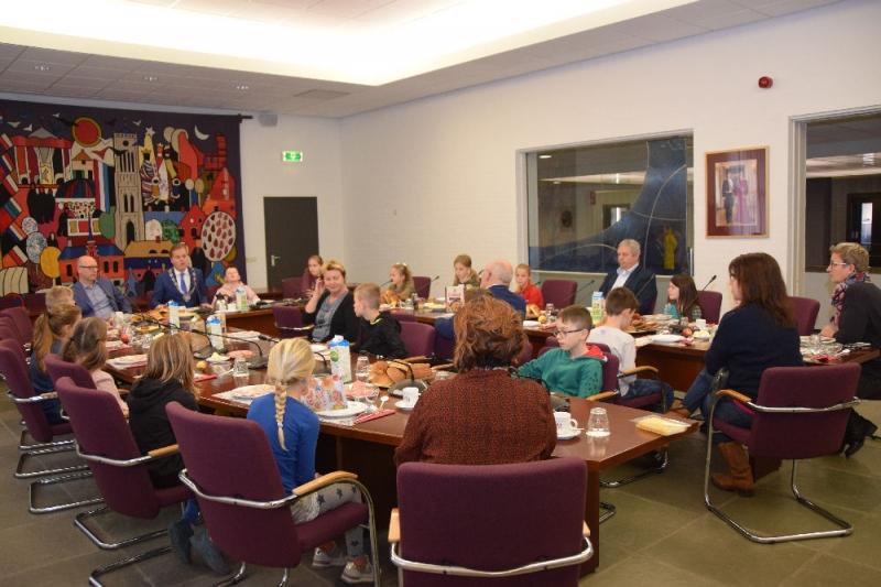 Gemeente Mill en Sint Hubert geeft goede voorbeeld tijdens het Nationaal Schoolontbijt