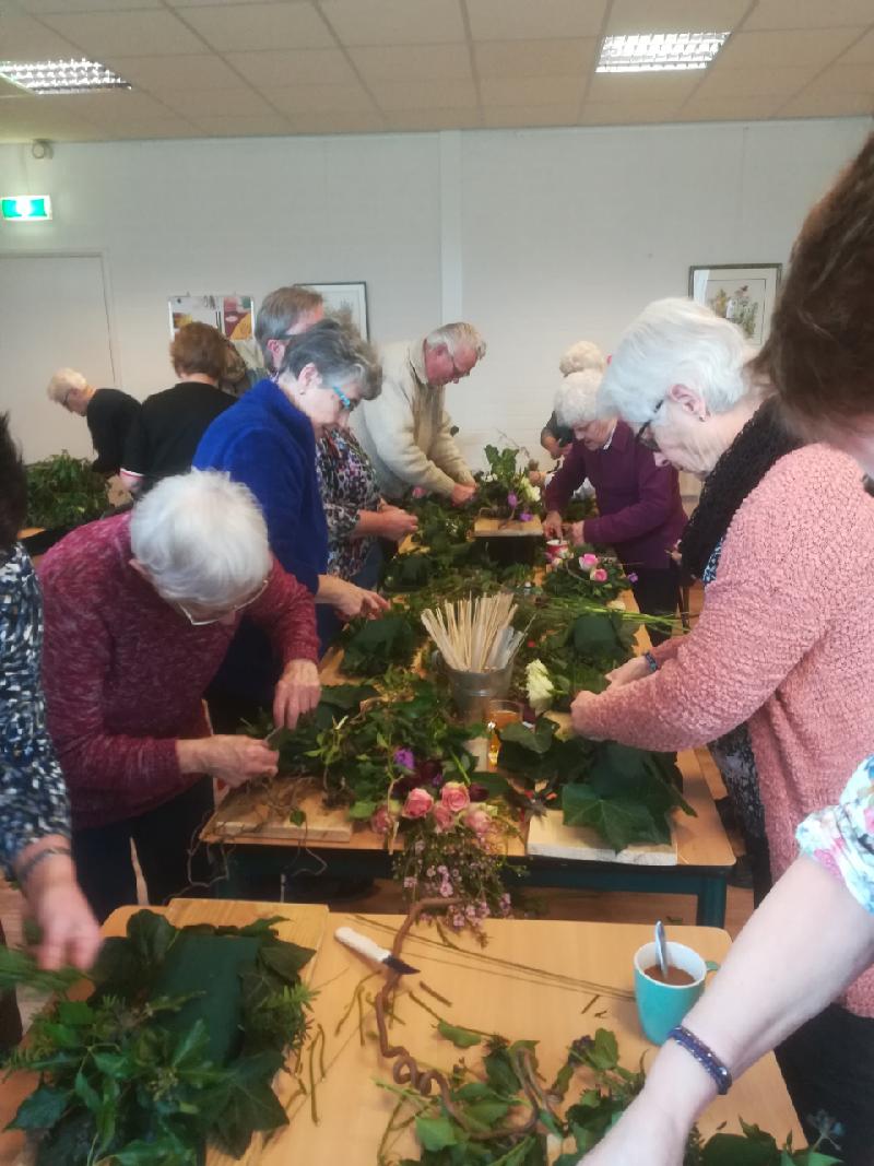 Activiteitenmiddag  'bloemschikken' in ZorgSchakel Sint Hubert
