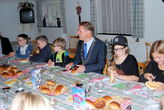 Mill en Sint Hubert geeft goede voorbeeld tijdens Het Nationaal Schoolontbijt